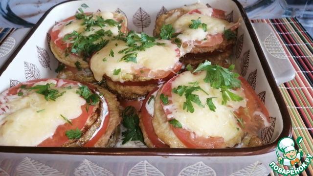 Кабачки в кляре с помидорами и сыром