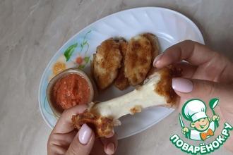 Рецепт: Сырные палочки с томатным соусом