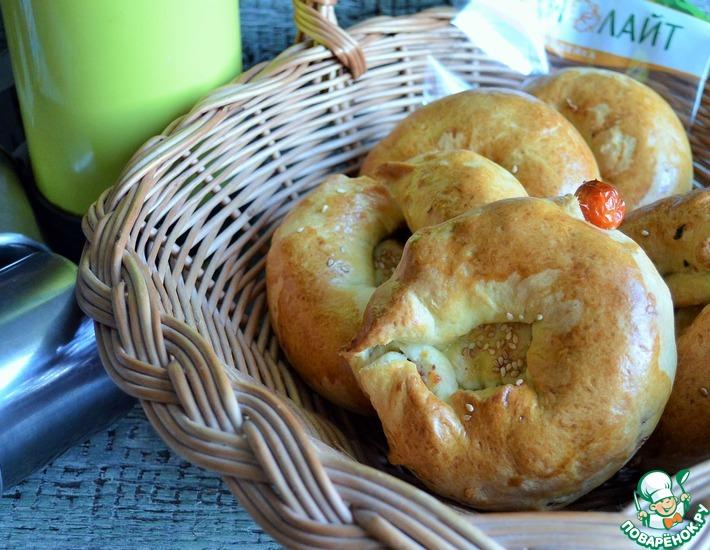Рецепт: Булочки с фаршем и сыром Пикничок