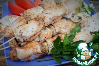 Рецепт: Шашлычки из индейки и шампиньонов