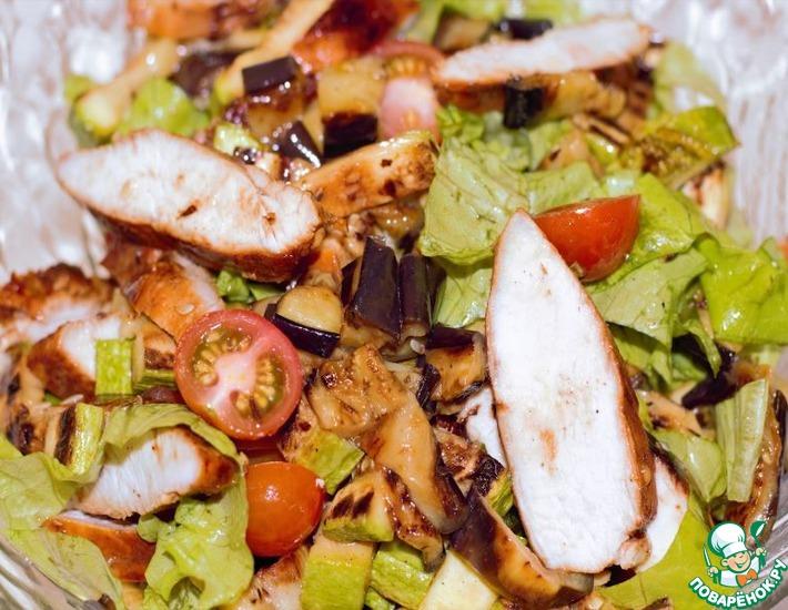Рецепт: Нежный салат из курицы, кабачка и баклажана
