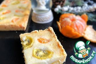 Рецепт: Сметанный пирог с мандаринами и киви