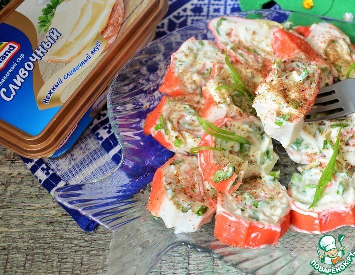 Рецепт: Крабовые палочки фаршированные сыром и зеленью