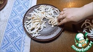 Салат с кальмарами и грибами Сметана
