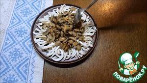 Салат с кальмарами и грибами Майонез