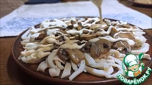 Салат с кальмарами и грибами Чеснок