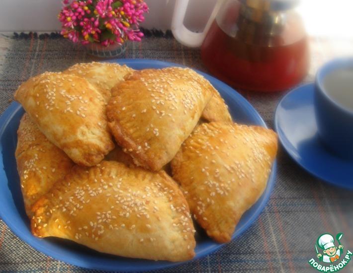 Рецепт: Закусочные пирожки с сырной начинкой