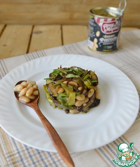 Тёплый салат из фасоли с грибами