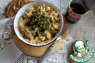 Рецепт: Салат из квашеной капусты с горошком