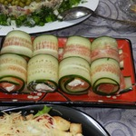 Огуречные рулетики с форелью и сливочным сыром – кулинарный рецепт