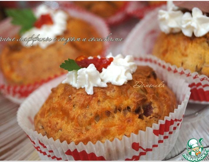 Рецепт: Закусочные маффины с сыром и сосисками
