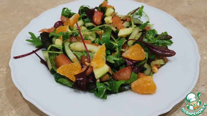 Легкий салат с мандаринами