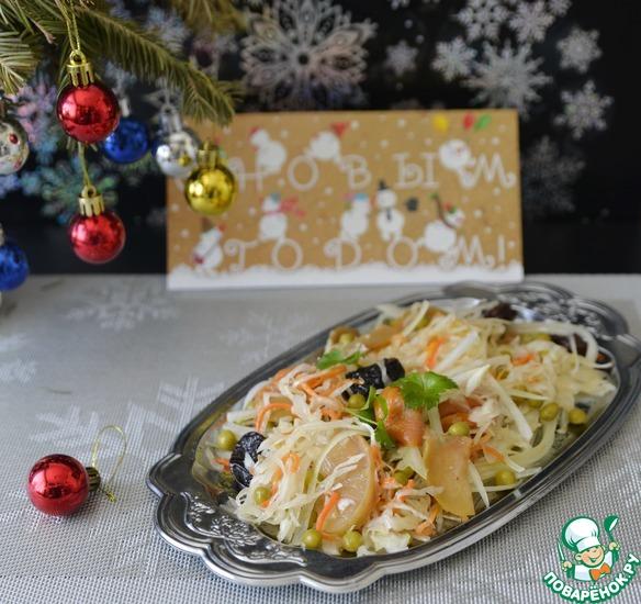 Салат из квашеной капусты с сухофруктами