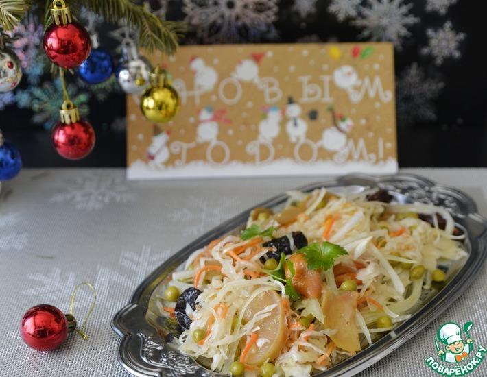 Рецепт: Салат из квашеной капусты с сухофруктами