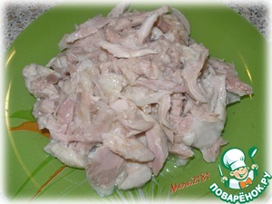 Pre-boil chicken thigh (200 g), let cool and cut into medium pieces.