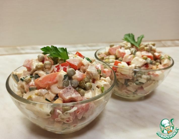 Рецепт: Салат с курицей, помидорами и горошком