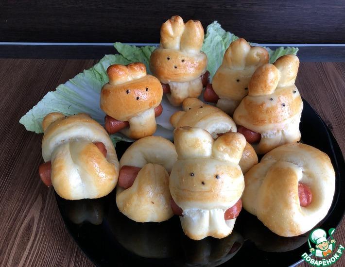Рецепт: Булочки Зайчики с сыром и сосиской