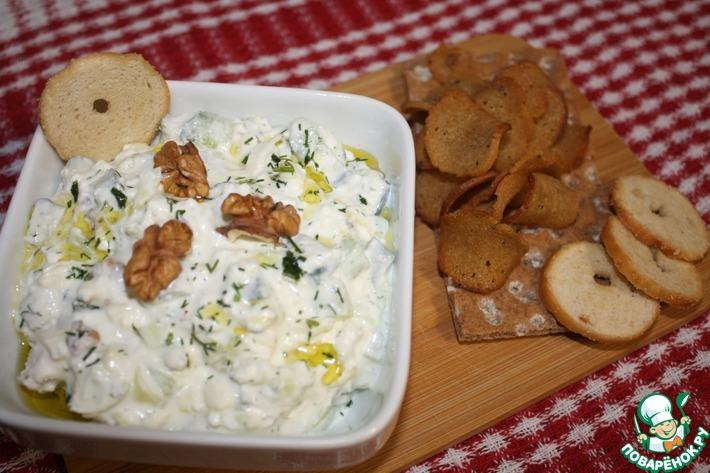 Салат из огурцов, творога и брынзы