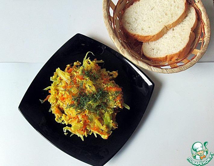 Рецепт: Тушеная капуста с яйцом