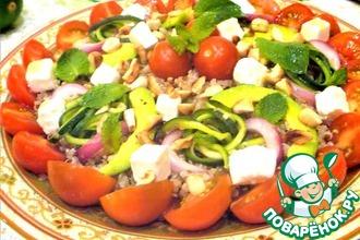 Рецепт: Салат с киноа, брынзой и овощами