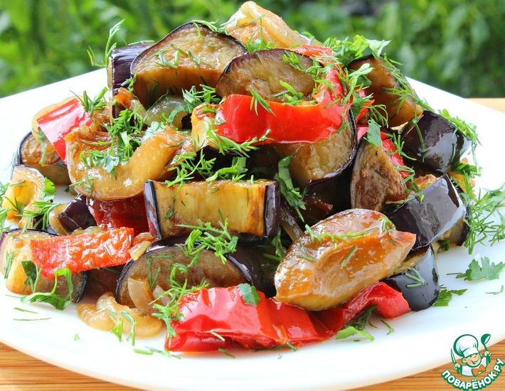 Рецепт: Нескучный салат с баклажанами