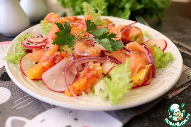 Салат с апельсином и красной рыбой