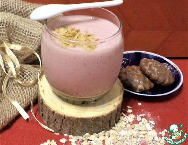 Рецепт: Завтрак клубника со сливками, бананом, овсом