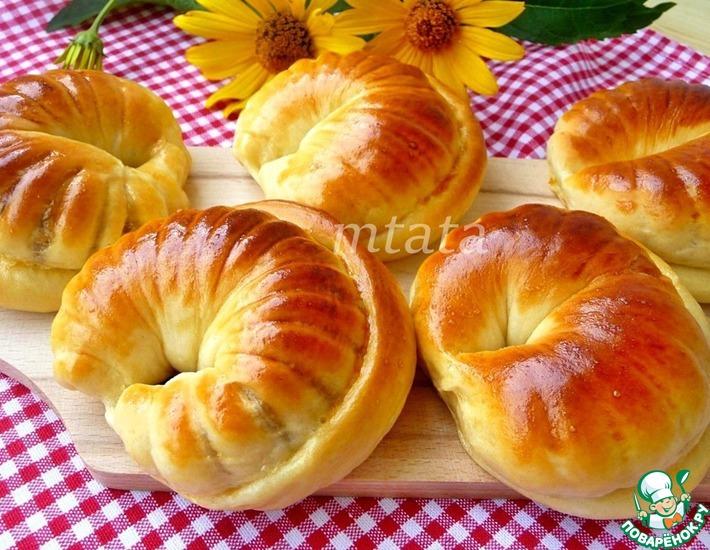 Рецепт: Сдобные булочки с ореховой начинкой