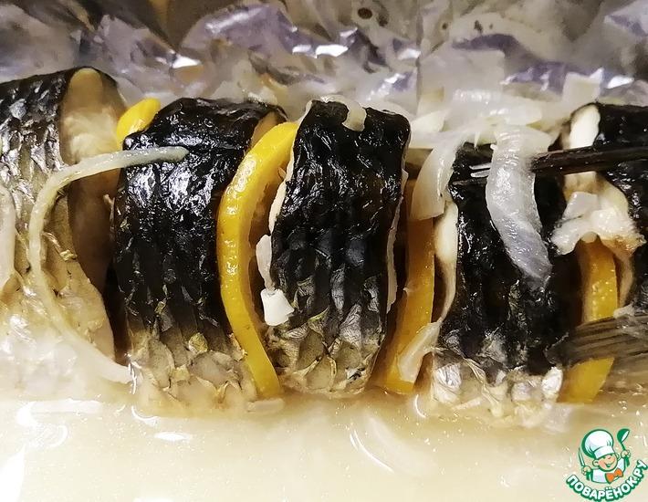 Рецепт: Запеченный пеленгас с лимоном и луком