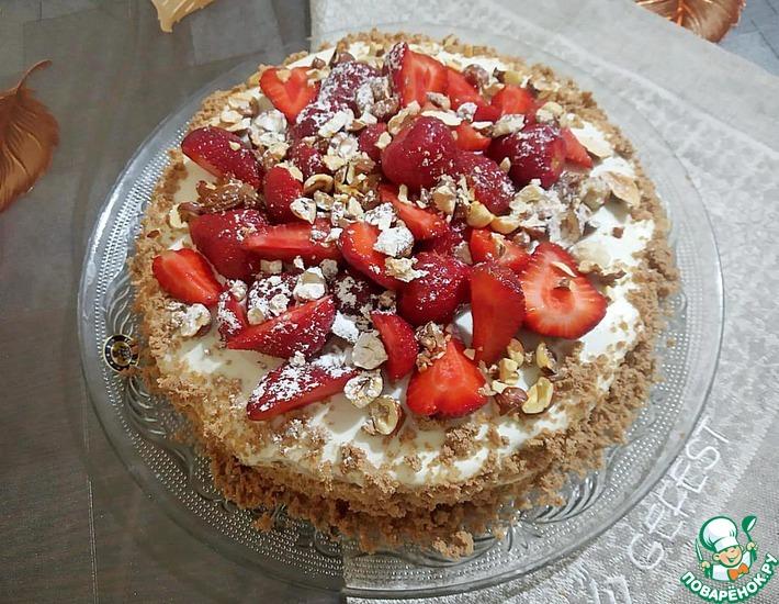 Рецепт: Торт на сковороде с клубникой и орехами