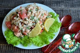 Рецепт: Салат с кальмарами, сёмгой и рисом