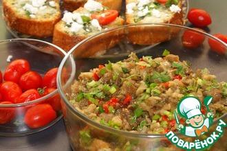 Рецепт: Салат из баклажанов и чесночный хлеб