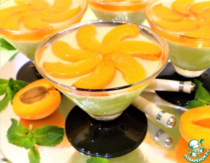 Рецепт: Мятная панна-котта с абрикосами в желе
