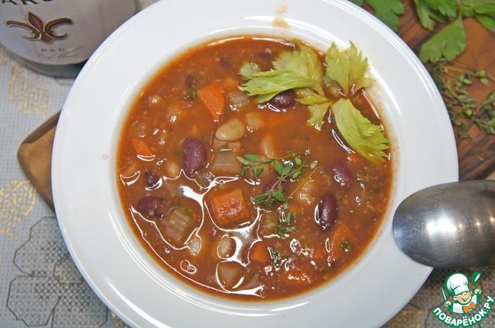 Густой суп из фасоли с пармезаном