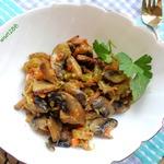 Соте из грибов с кабачком