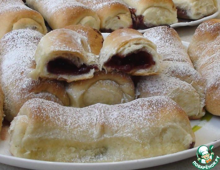 Рецепт: Сдобные пирожки с вишней