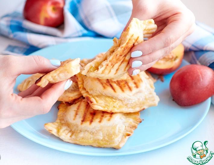 Рецепт: Мини-пирожки с яблоком и марципаном
