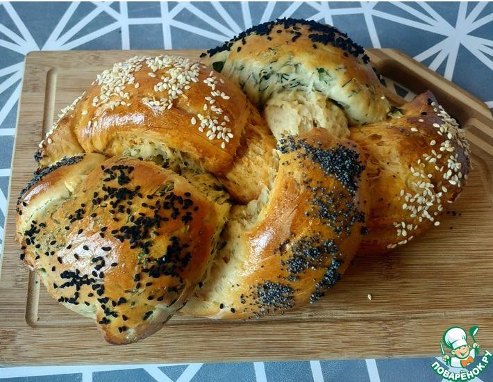 Рецепт: Хлеб косичка с зеленью и красным перцем