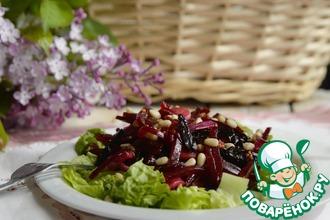 Рецепт: Салат из маринованной свеклы и чернослива