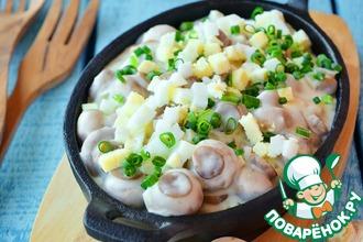 Рецепт: Грибы в сливках с рубленым яйцом