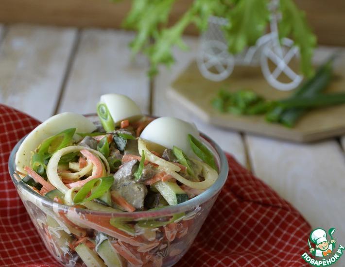 Рецепт: Салат из куриной печени и маринованного лука