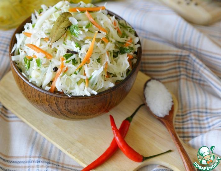 Рецепт: Салат из капусты с горячей заливкой