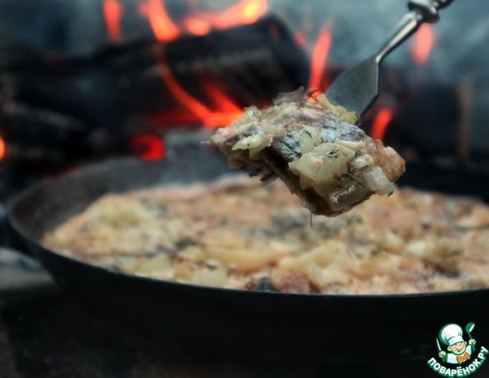 Рецепт: Жареный картофель с сельдью на сковороде