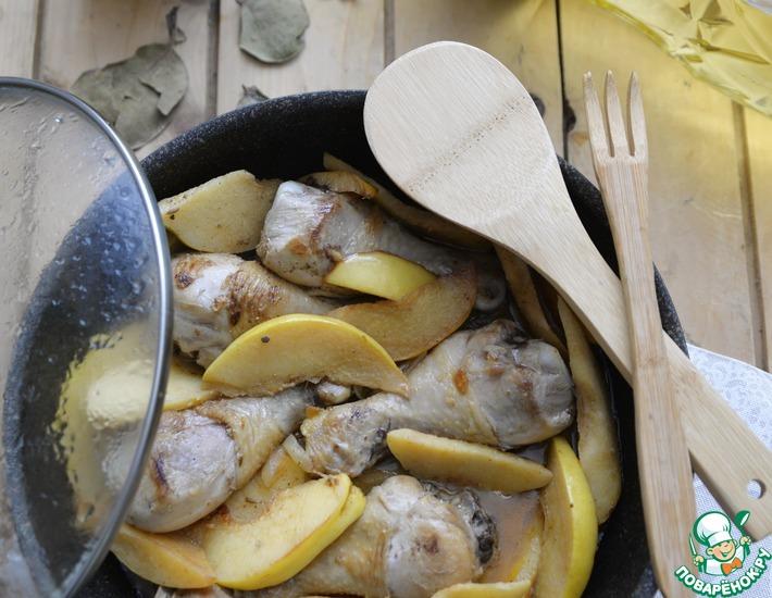 Рецепт: Жаркое из куриных голеней с айвой