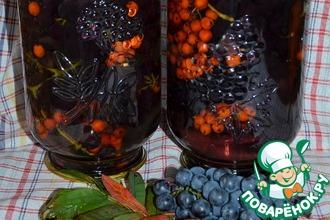 Рецепт: Компот из винограда и красной рябины