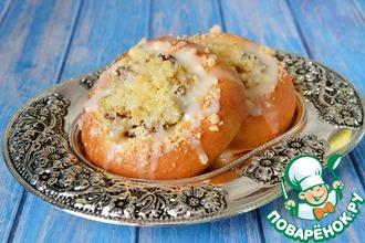 Рецепт: Булочки с яблоками, штрейзелем и лимонной глазурью