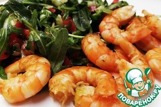 Рецепт: Жареные креветки с салатом из рукколы