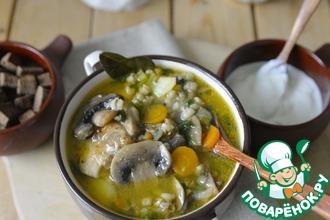 Рецепт: Куриный суп с перловкой и грибами