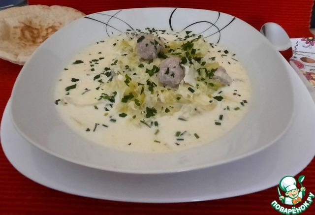 Капустный сливочный суп с фрикадельками