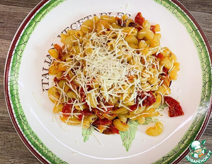 Рецепт: Паста с соусом из лука и помидоров